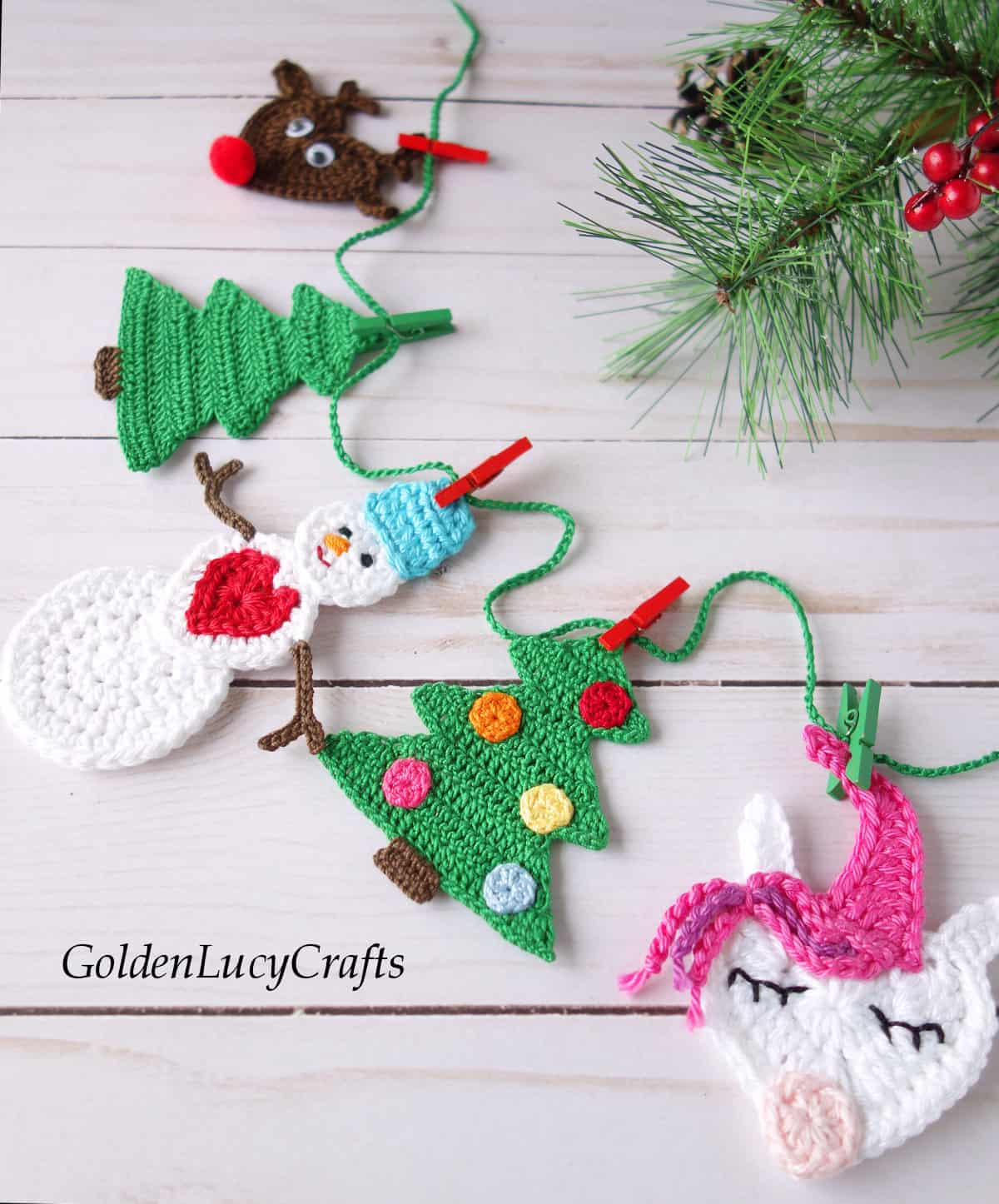 Crochet Christmas bunting close up picture.
