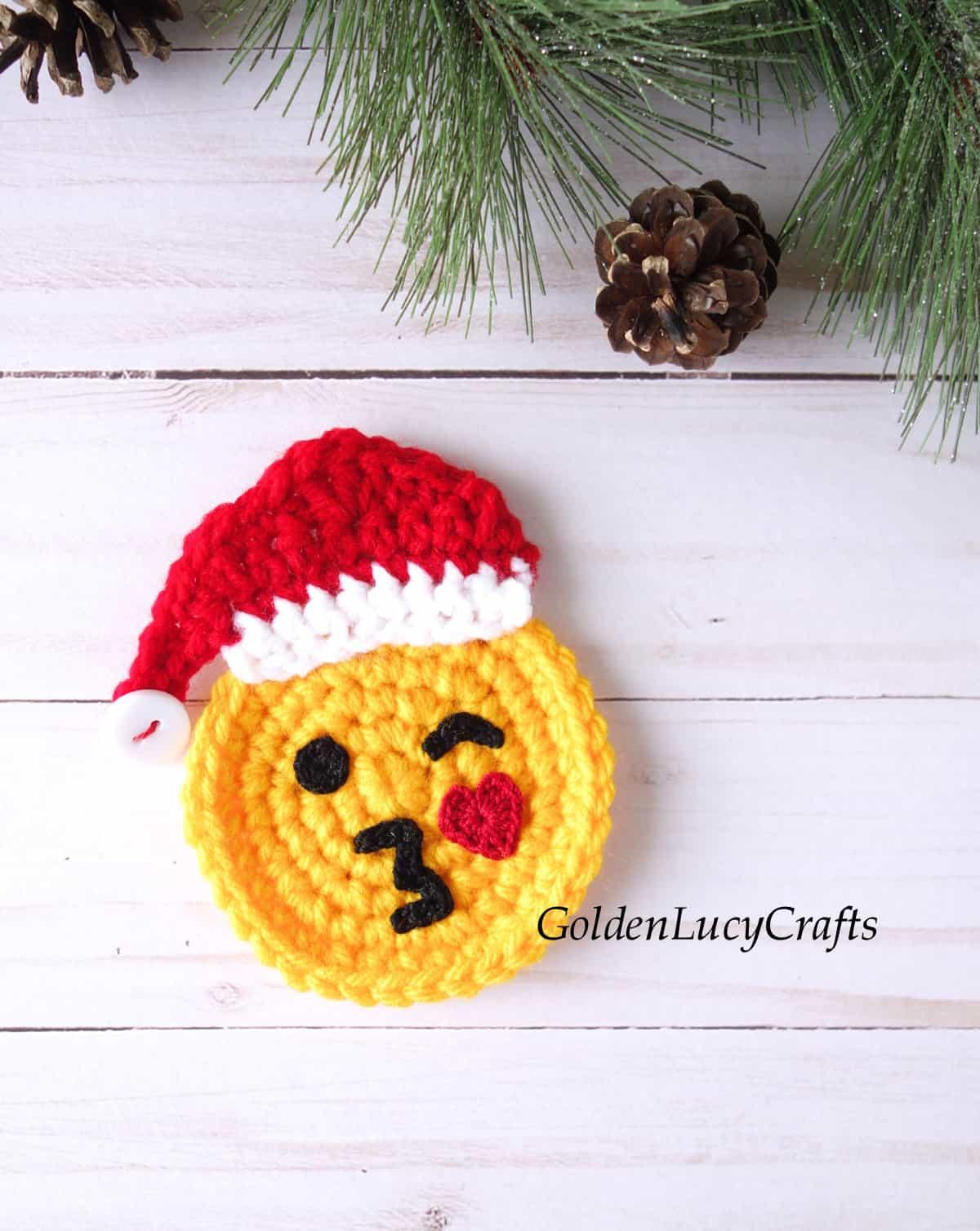 Crochet Santa emoji applique.