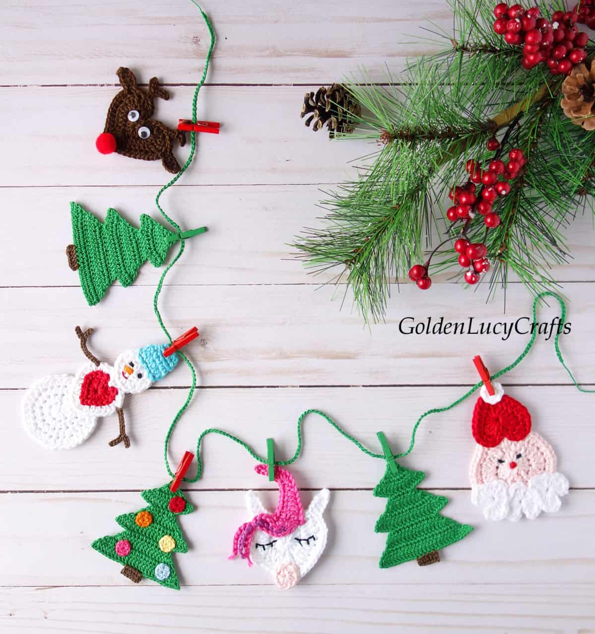 Crochet Christmas garland made from crocheted appliques.