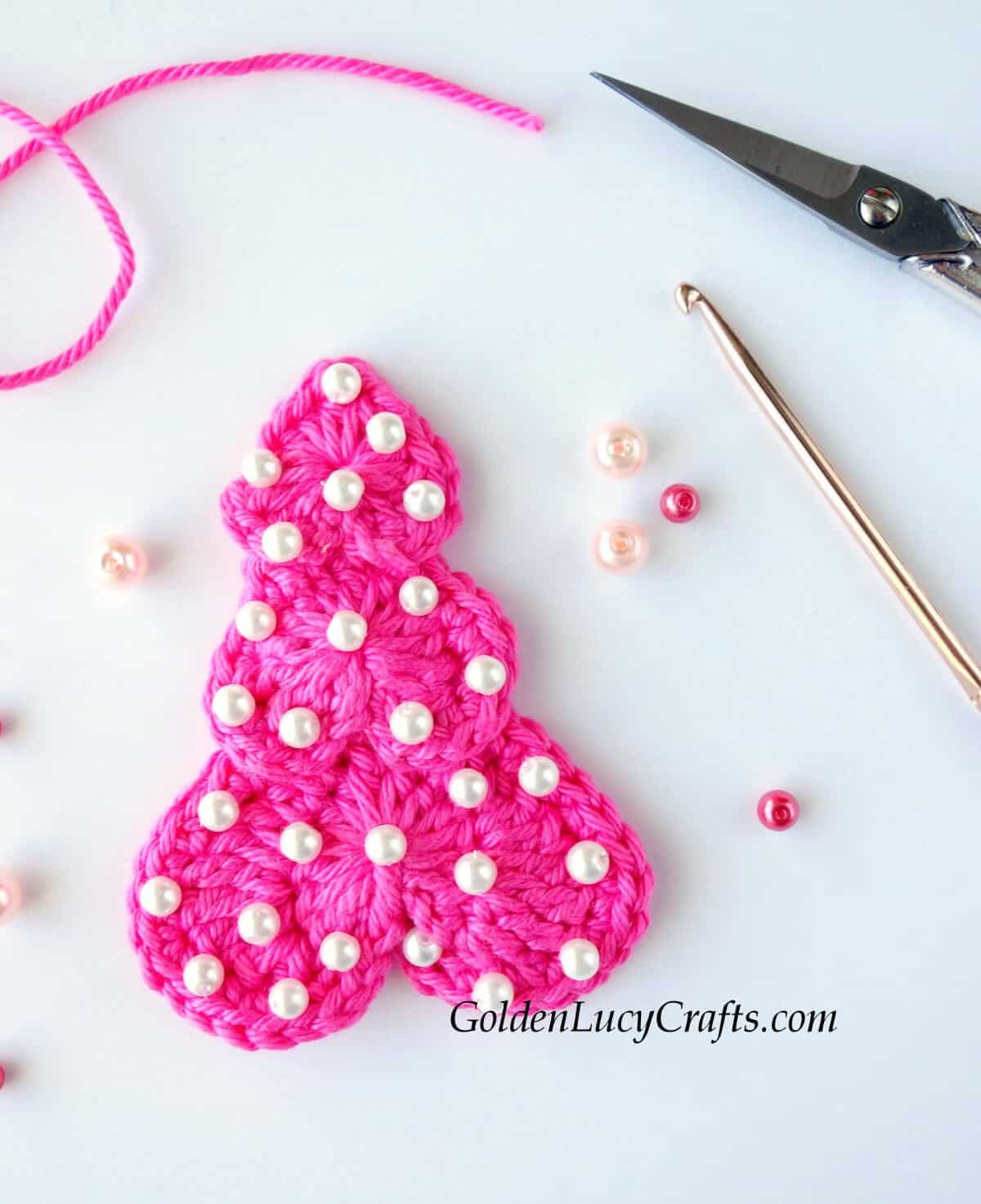 Crochet Christmas tree applique in pink color embellished with pearl beads.
