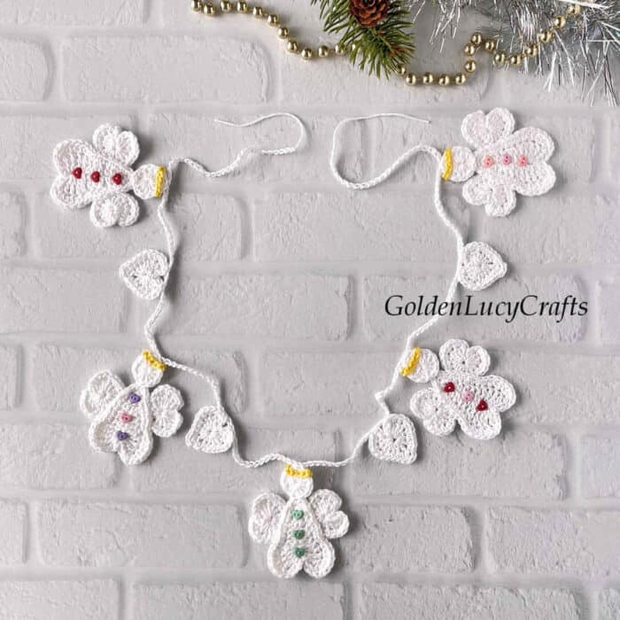 Crocheted Christmas garland with angels and hearts.